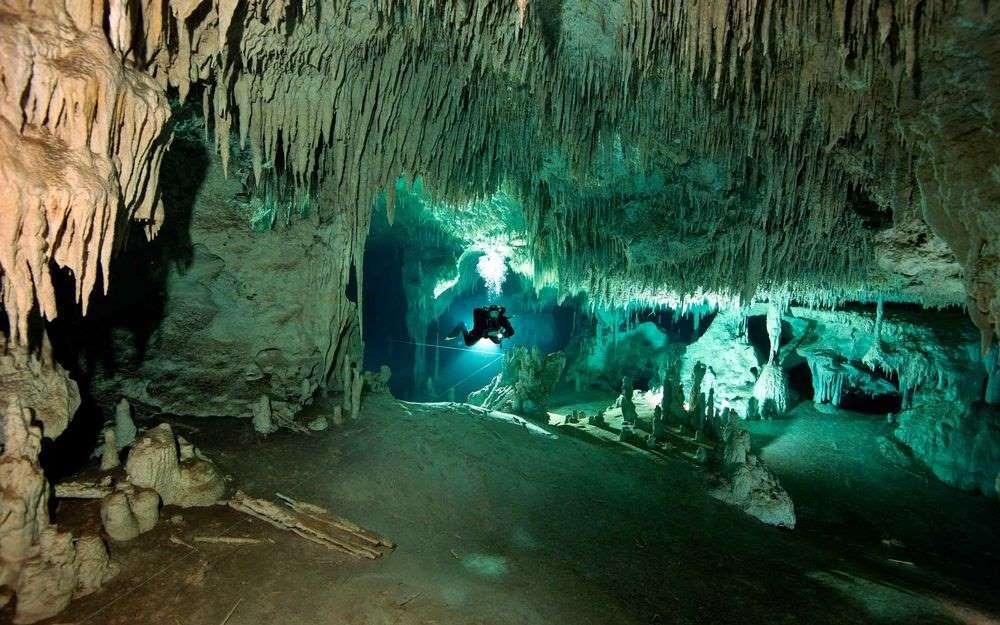 Откриха най-голямата подводна пещера в света