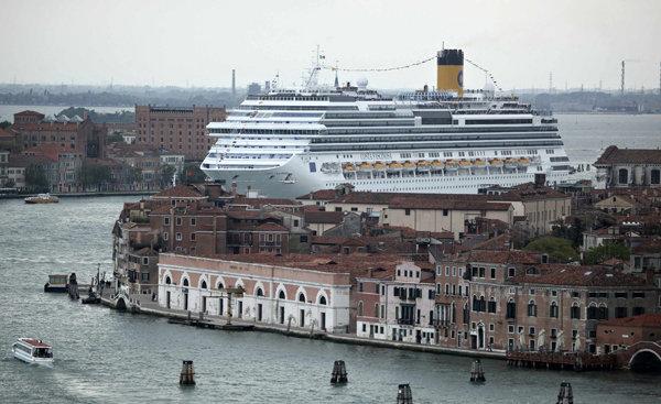 Венеция приема забрана за влизането на големи круизни кораби