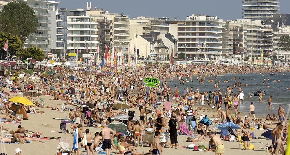 "Концесионерът на ""Софийска вода"" приватизира плажа на Ла Бол"